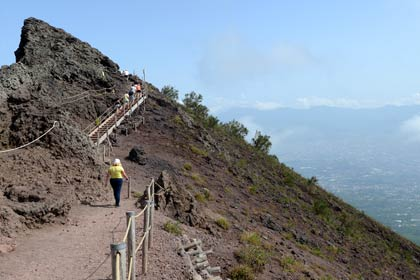 Hiking the crater of Vesuvius